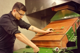 Jonas controleert Boby Mill