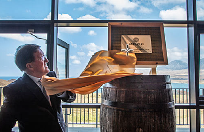 Lord Robertson opent Ardnahoe Distillery op 12 april 2019